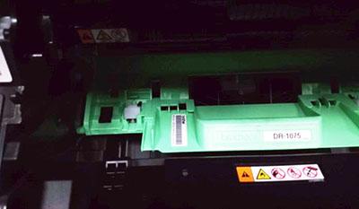 Драм-юнит Brother DR-1075 установлен в принтер
